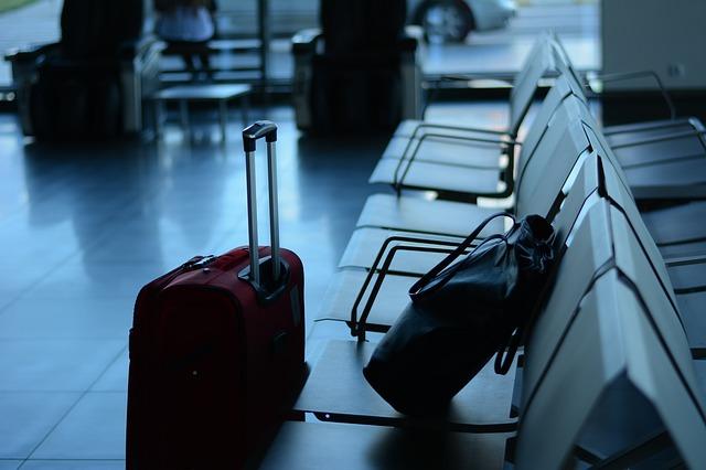airport-519020_640